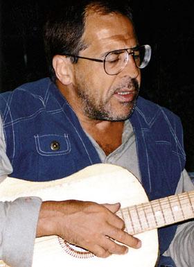 Лавров с гитарой